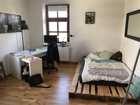 diy zimmer einrichten einfaches diy palettenbett als perfekte wg zimmer