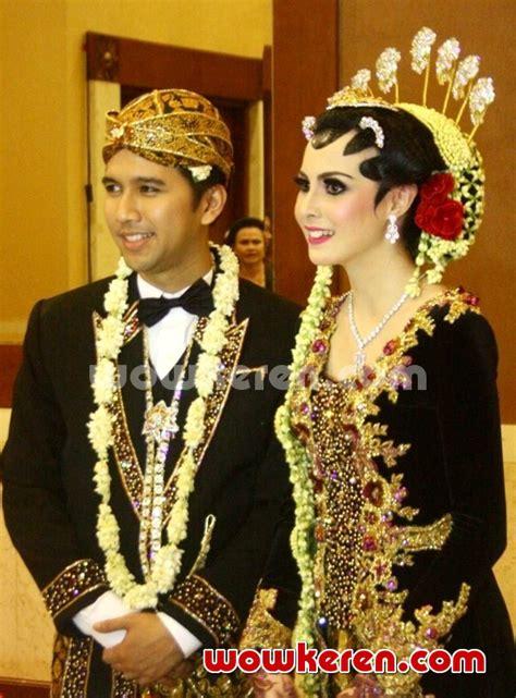 Baju Resepsi Jawa foto galeri pernikahan arumi bachsin dan emil dardak foto 5 dari 10 koleksi album wowkeren