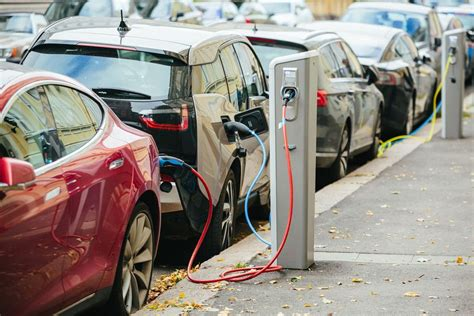 electric cars charging electric vehicle etiquette when to charge and other