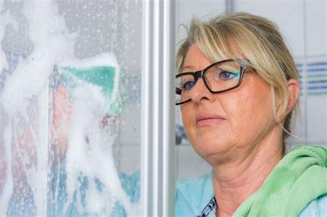 Kalk In Dusche Entfernen by Kalk Entfernen In Der Dusche So Geht S Richtig Und Effektiv