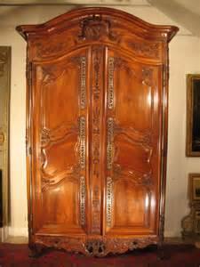 armoire de mariage arl 233 sienne en bois de noyer 233 poque