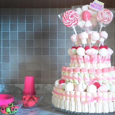 come fare una torta a forma di fiore a scuola con una torta di caramelle tweedot