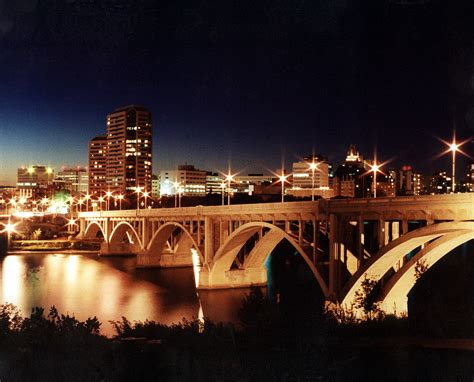 file saskatoon skyline night jpg wikimedia commons