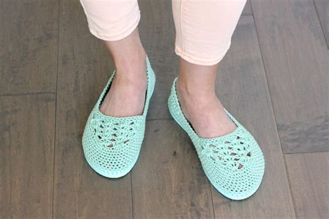 flip flop house shoes crochet slippers with flip flop soles free pattern video tutorial