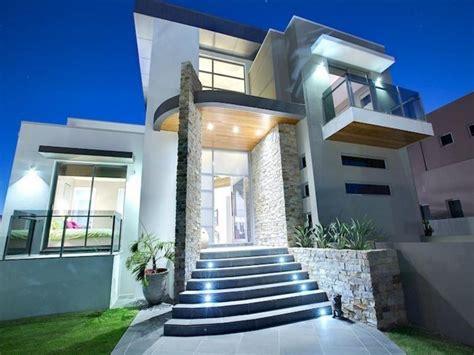 modelos de escaleras exteriores para casas fachadas de casas con escalera enfrente