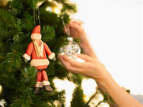 family nearly fights over christmas tree decorations ny