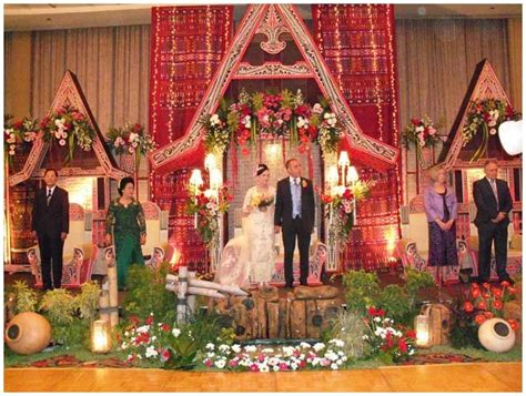 Wedding Organizer Di Purworejo Jawa Tengah by Soraya Wedding Organizer Pelaminan Adat Batak Dengan