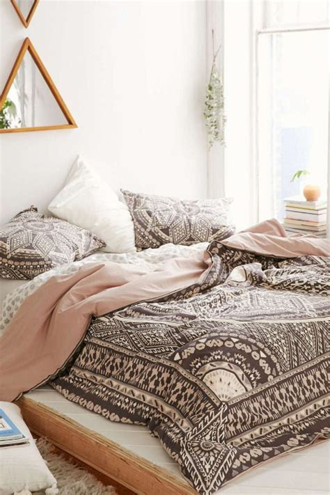 brown and white bedding 33 boho chic and gypsy inspired bedding ideas digsdigs
