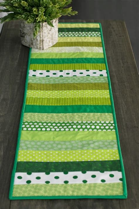 Best 25 Quilted Table Runners Ideas On Table - best 25 quilted table runners ideas on