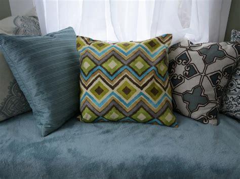 throw pillows  sewing diy