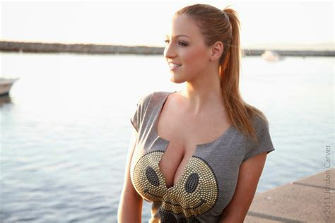 jordan carver major cleavage jordan carver bends down big boobs cleavage show with