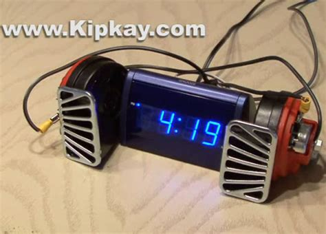 world s loudest alarm clock will definitely you up and make your ears bleed technabob
