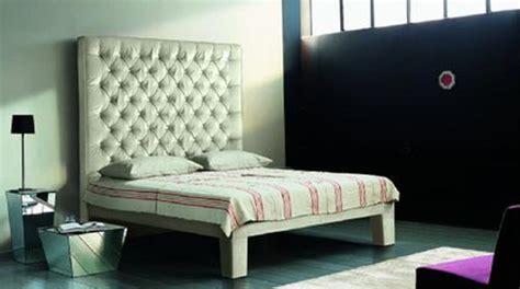 bettrückwand polster graue tapete schlafzimmer