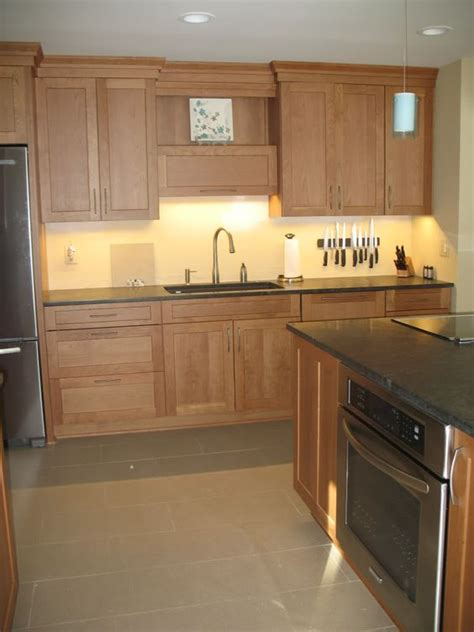 36 Inch Kitchen Cabinet I Like The Crown These Are 36 Inch Cabinets With 8 Ft Ceilings Kitchen Pinterest Posts