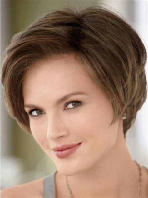 gaya rambut pendek  wajah oval model rambut terbaru