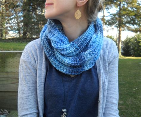 pattern for knitting an infinity scarf wiseknits blues infinity scarf free pattern