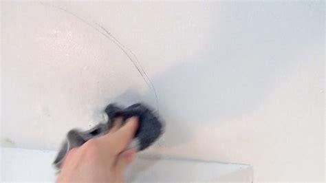 schimmel an der decke was tun schimmel im wohnzimmer was tun wandfeuchtigkeit bis wann