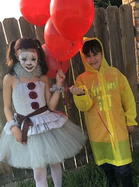brother  sister costumes pennywise  georgie children