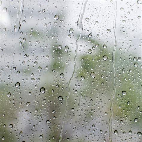 sognare pioggia in casa cosa significa sognare la pioggia donnad