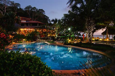 el mar de jade jardines y piscina al hotel mar de jade chacala
