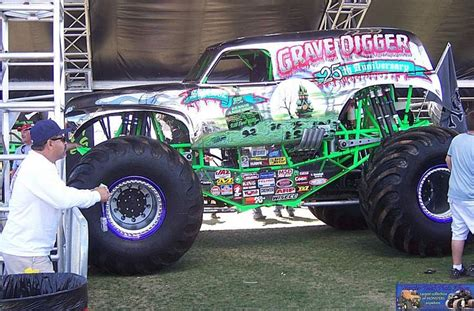 son of grave digger monster grave digger 25th aniversery chrome monster trucks