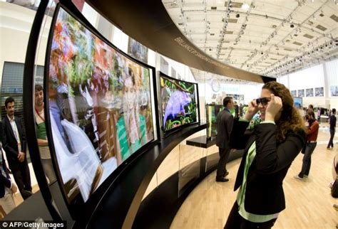 2 samsung tvs in same room samsung unveils world s home tv with 110 inch screen daily mail