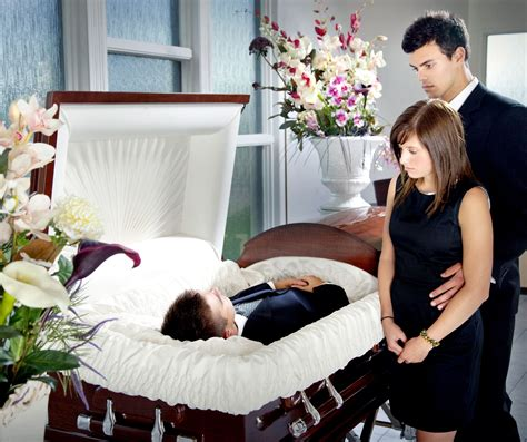 funerals open casket extreme parenting 9 outrageous what s the difference between a split couch and full couch
