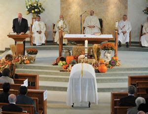 catholic funeral traditions what every catholic needs to about funerals