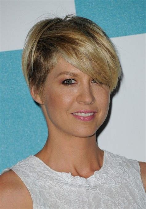 Short Hairstyle Best Hairstyles Globezhair | most popular short haircut for women jenna elfman