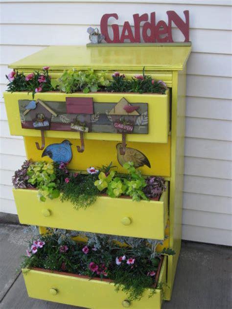 imagenes de jardines reciclados alternativa verde dise 241 o para jardines e interiores con