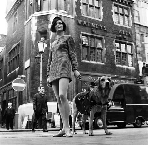 swinging sixties london the swinging london black and white photos show what