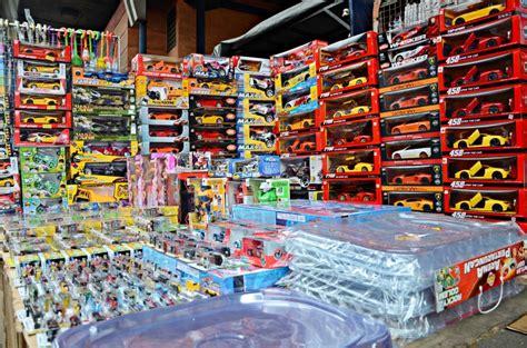 Sepatu Roda Di Pasar Asemka beragam mainan murah di pasar asemka gedoor