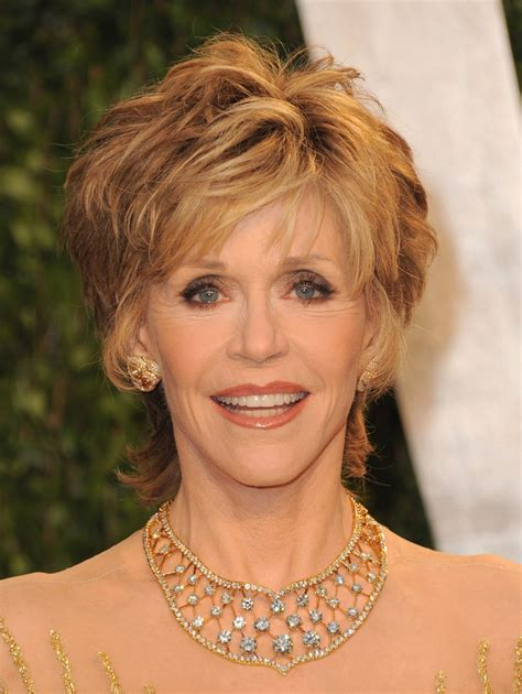 does jane fona wear wigs jane fonda wears her shag in very different ways for more