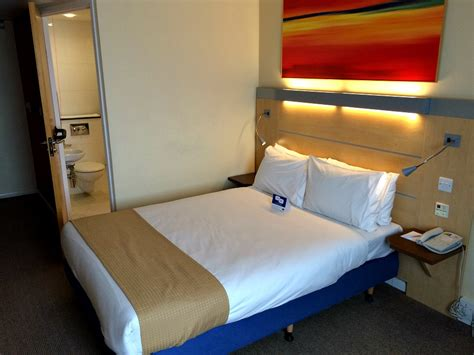 accessible hotel room review inn express in cardiff airport