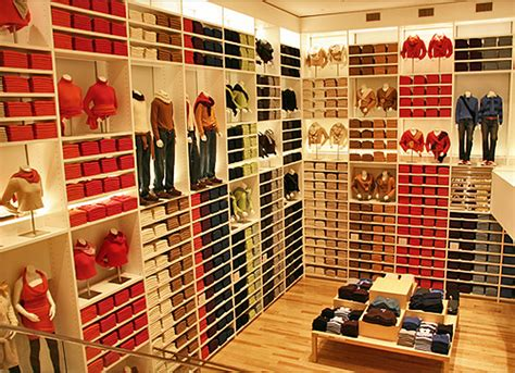 Shelf Merchandising Techniques by Uniqlo S Killer Business Strategy Merchandising Matters