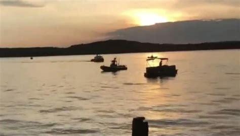 sinking boat in branson mo missouri branson belle duck boat sinking bystander