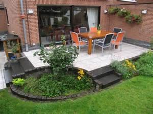 terrasse mit stufe gartenideen