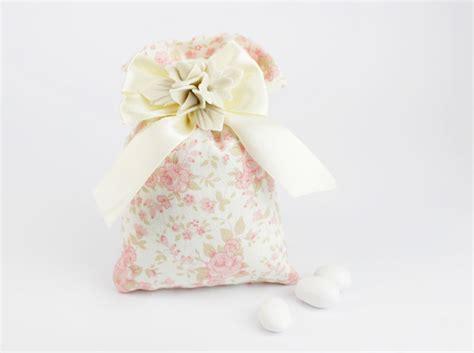 fiori portaconfetti matrimonio sacchetto porta confetti con fiori in porcellana