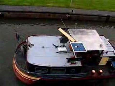 sleepboot holland vastgelopen sleepboot in de problemen tegenover grote kerk in dord