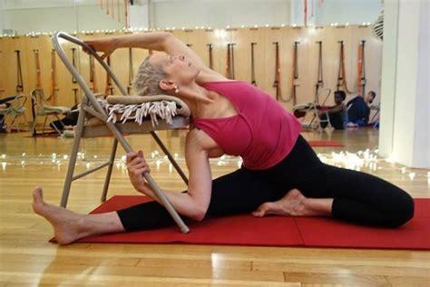 imagenes de yoga en silla 167 mejores im 225 genes de silla iyengar en pinterest