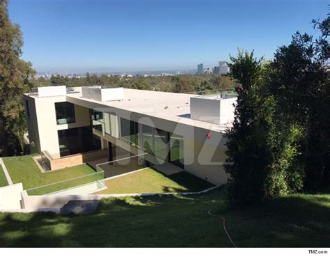 jay z house beyonce and jay z in escrow for mega bel air mansion real estate sources say