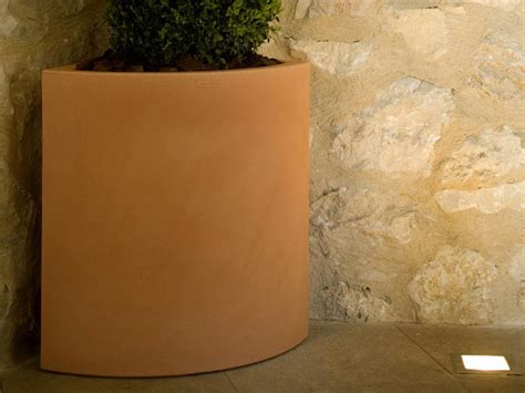 vasi in polietilene vaso in polietilene angular vondom