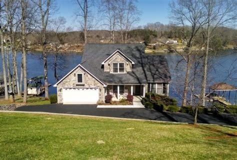 homes for sale on smith mountain lake va