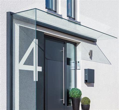 vordach hauseingang glas vordach duravento mit integriertem seitenwindschutz