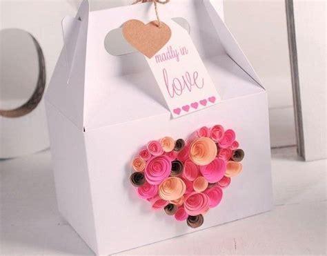 como decorar una caja de carton regalo decora una caja de regalo con hermosas rosas de papel para