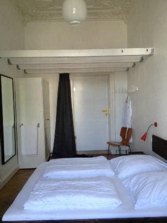 hotel zu hause berlin ダブルルーム 共同バスルーム利用 picture of hotel zu hause berlin
