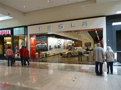 Tesla Mall Tesla Will Open 10 More Stores This Year In High End