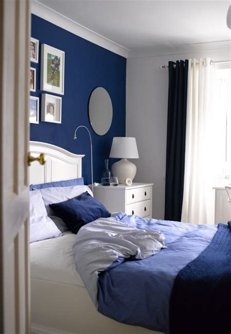 bedrooms with blue walls bedroom on pinterest blue accent walls midnight blue