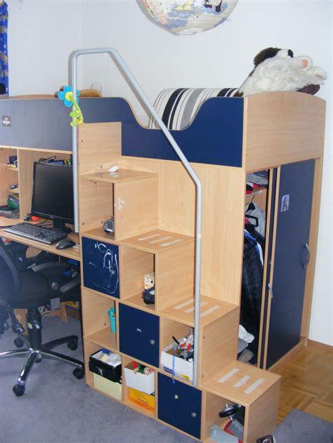 schrank mit integriertem tisch hochbett mit integriertem kleiderschrank beistelltisch