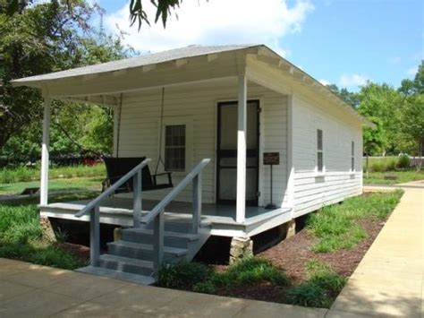 elvis presley house elvis presley birth house picture of natchez mississippi tripadvisor